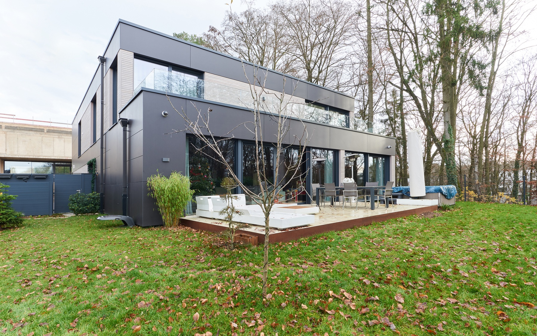 Modern villa in Bridel